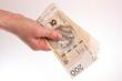 Plik banknotów dwustuzłotowych w dłoni