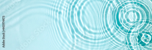 Photo Blue water texture, blue mint water surface with rings and ripples
