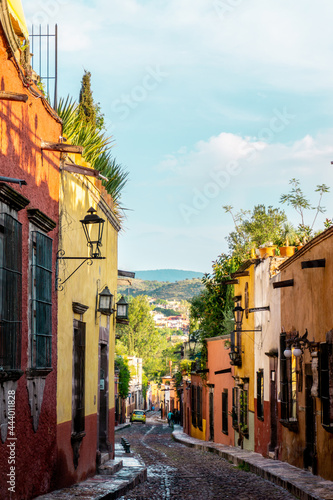 Fotografia, Obraz San Miguel de Allende was founded in 1542 in the cool highlands and is a city where Hispanic culture and Mesoamerican culture are in harmony