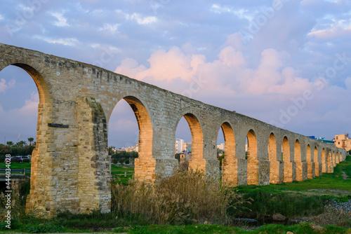 Fotografiet Kamares Aqueduct near Larnaca at sunset