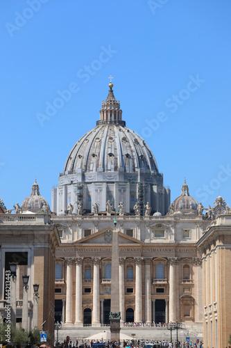 Foto Vatican City, VA, Vatican - August 16, 2020: Huge Dome of Saint Peter from Conci