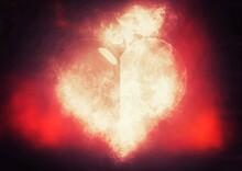 燃え上がる炎のハートの形
