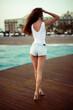 Opalona skóra - wakacje na plaży - nogi, pupa, cellulit, sylwetka na wakacje