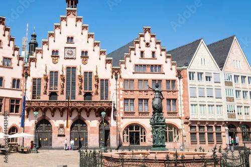 Fototapeta Plac z zabytkowymi kamienicami w centrum starego miasta Frankfurtu
