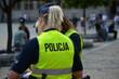 Kobiety policjantki w polskiej policji na zabezpieczeniu imprezy.