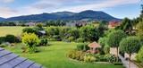 Dom położony w gorach, ogrod z pieknym widokiem