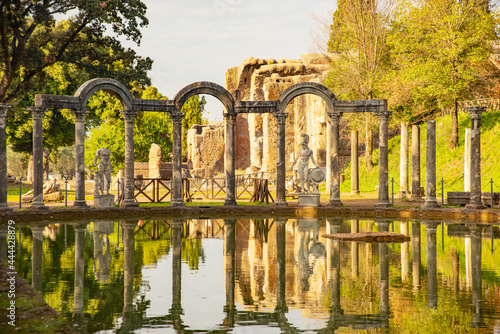 Obraz na plátně Villa Adriana Roman archaeological complex at Tivoli, Italy