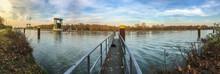 Der Wesel-Datteln-Kanal An Der Schleuse Ahsen Bei Datteln