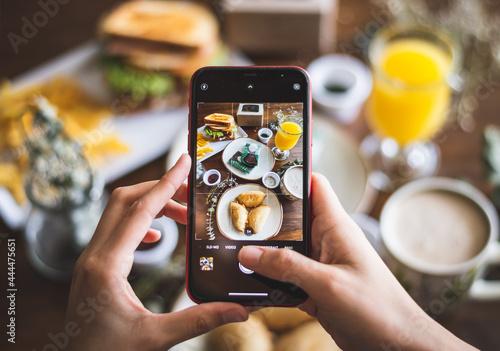 Slika na platnu Phone takin a food photography