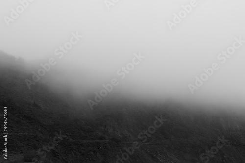 Obraz na płótnie Close up of Fog splitting a mountainside in half in Pacifica California