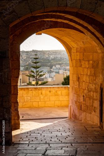 Fotografija ancient passage under an arch
