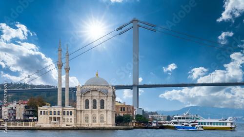 Obraz na plátně Ortakoy mosque and Bosphorus bridge with blu sky background, Ortakoy Istanbul an