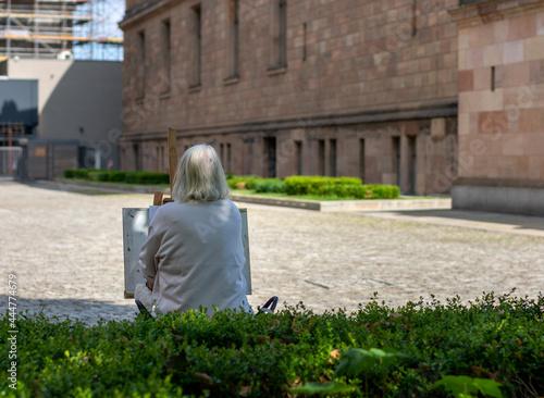 Fototapeta Touristen und Künstler auf der Museumsinsel in Berlin