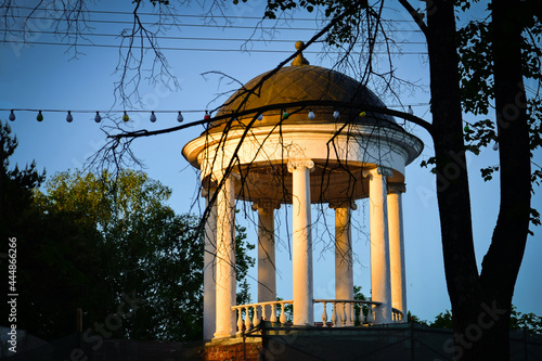 Old alcove in Kostroma Fototapeta