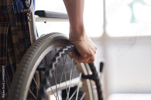 Fotografie, Tablou 車椅子に乗る高齢者の手元