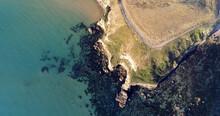 Il Promontorio E Gli Scogli Della Riserva Naturale Di Punta Aderci, In Abruzzo. Ripresa Aerea Col Drone