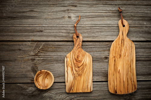 Canvastavla composition with olive wood board on top of oak table, rustic background