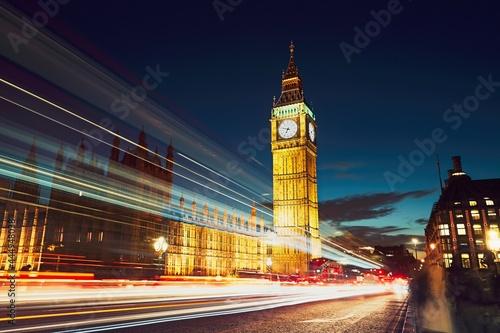 Obraz na plátně Westminster bridge at the dusk