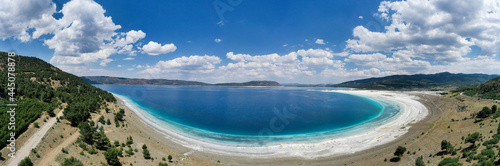 Foto Salda Lake is a turquoise crater lake with hard water and very high alkalinity