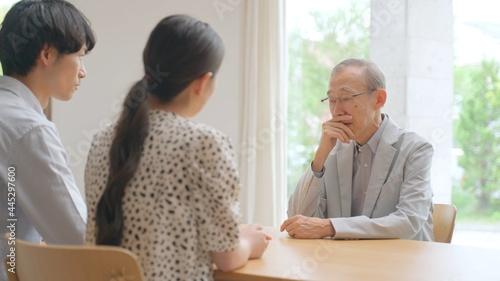 Photographie 家族会議 高齢者と孫