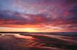 Zachód słońca nad wybrzeżem Morza Bałtyckiego ,Kołobrzeg, Polska