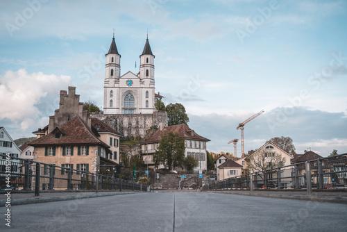 Fotografia Aarburg Castle built on a rocky hillside in a historic town Aarburg, Switzerland