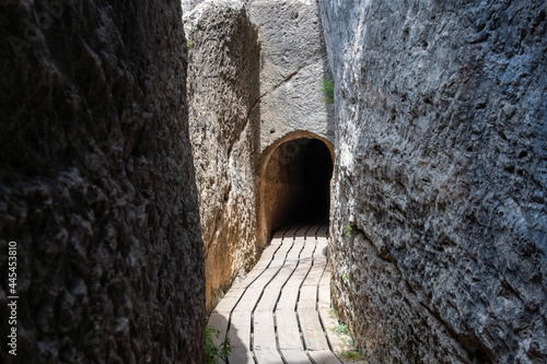 Passages and tunnels excavated in the rock by the ancient Romans, to build the aqueduct of Chelva, Valencia (Spain) Fototapet