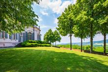 Gartenpavillon Von Stift Melk Mit Blick über Donautal In Österreich