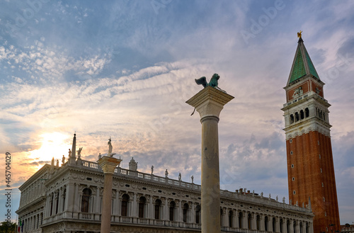 Canvastavla Icons of Venice, Italy: St Mark lion and St Theodore columns in piazzetta on St Mark square