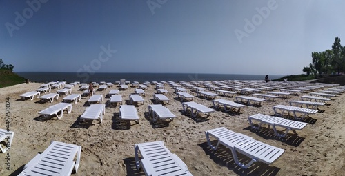 Murais de parede white sunbeds on the sea sandy beach