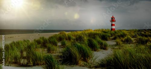 Fotografia, Obraz Leuchtturm in Dünen beim Dämmerung