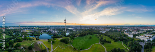 Idyllic view over Munich with some its popular landmarks at the Olympic Park with wonderful green parts combined with modern architecture Fototapet