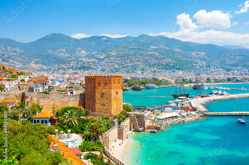 Obraz na płótnie Panoramic view of the harbor of Alanya on a beautiful summer day