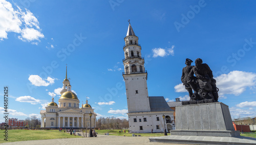 Leinwand Poster Leaning Tower of Nevyansk, Old Believers' church (domed) and monument to Peter the Great and Nikita Demidov in summer day