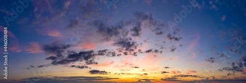 Fotografia Wonderful evening or dawn sky with clouds.