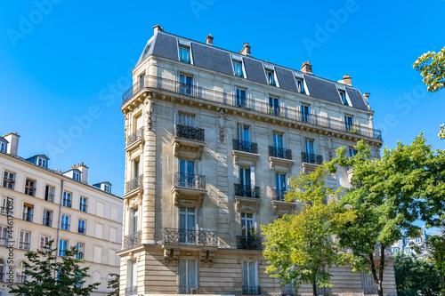 Canvas Paris, beautiful buildings, avenue de la Republique in the 11e district