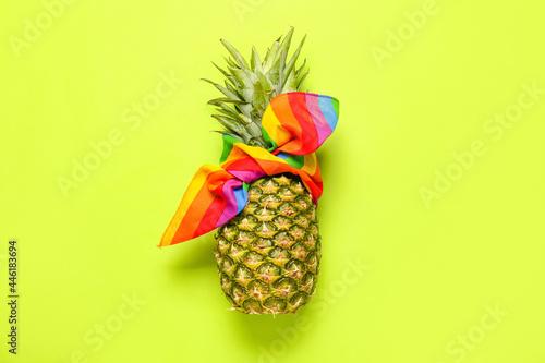 Obraz na płótnie Fresh pineapple in kerchief on color background