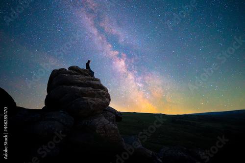 Figure stargazing atop rocks beneath the Milky Way, Dartmoor National Park, UK Fototapet