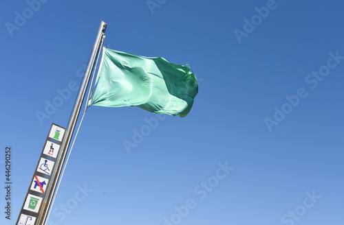 Obraz na plátně drapeau vert météo plage beau temps baignade autorisée