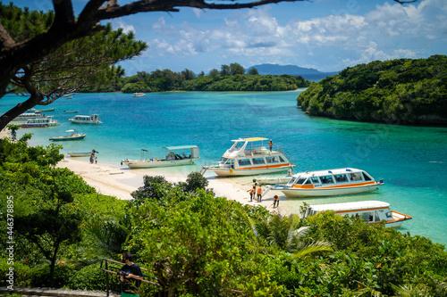 Obraz na plátně 沖縄県石垣島の海がある風景 Ishigaki Okinawa
