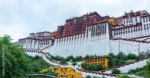 Murais de parede LHASA, TIBET - AUGUST 17, 2018: Magnificent Potala Palace in Lhasa, home of the Dalai Lama before the Chinese invasion and Unesco World Heritage Site