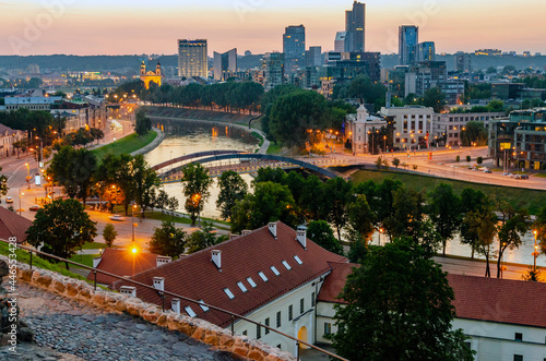 Foto Cathedral square seen from Gediminas Avenue, the main street of Vilnius, Lithuan