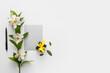 Leinwandbild Motiv Beautiful daffodils, gift box and blank card on white background