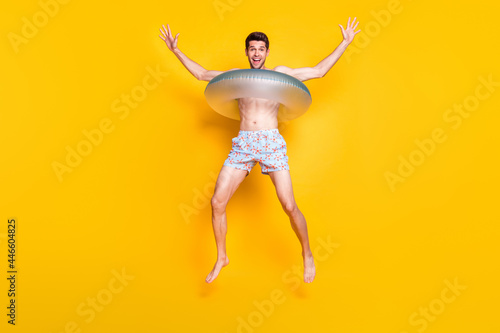 Obraz na plátne Photo of impressed funny young guy shirtless wear dark glasses smiling jumping i