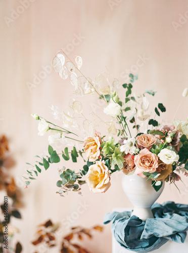 Obraz na plátně portrait shot of asymmetrical floral arrangement with blue linen