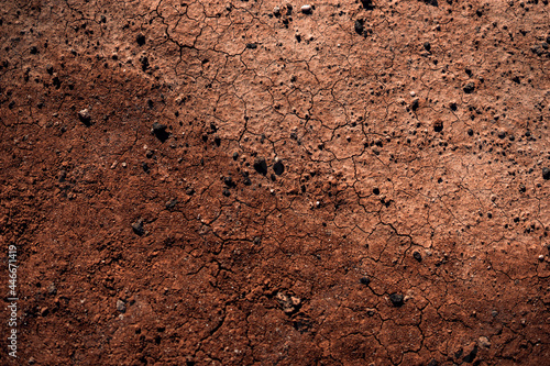 Foto Overhead shot of parched soil in the desert