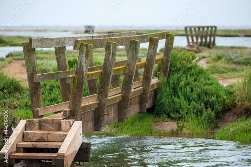 Wooden pedestrian bridges in the salt marshes at Stiffkey near Holt in North Norfolk, East Anglia UK Fototapet