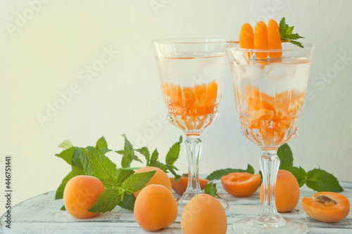 Obraz na plátne Summer drinks, mint apricot cocktails with ice in glasses