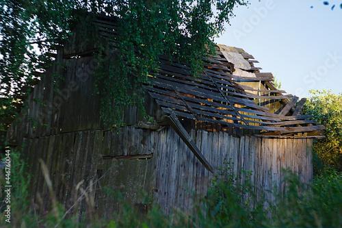 Fototapeta an old ramshackle wooden building in the village