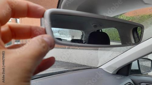 Valokuva Specchietto retrovisore della macchina del tassista